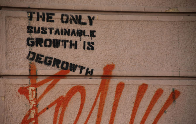 the_only_sustainable_growth_is_degrowth-dentro